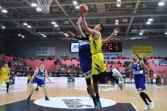 Barmer 2. Basketball Bundesliga  2018/2019  8. SpieltagTigers Tuebingen - Scouting Hagen   09.11.2018 Reed Timmer (re, Tigers) gegen Javon Baumann (Hagen)FOTO: ULMER PressebildagenturxxNOxMODELxRELEASExx