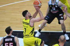 Barmer 2. Basketball Bundesliga  2018/2019  12. SpieltagTigers Tuebingen - Artland Dragons   01.12.2018Besnik Bekteshi (Mitte, Tigers) FOTO: ULMER PressebildagenturxxNOxMODELxRELEASExx