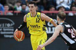 Barmer 2. Basketball Bundesliga  2018/2019  12. SpieltagTigers Tuebingen - Artland Dragons   01.12.2018Reed Timmer (Tigers) am BallFOTO: ULMER PressebildagenturxxNOxMODELxRELEASExx